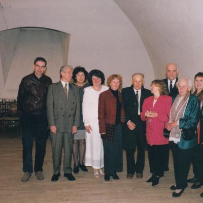 2001 m. Kompozitoriaus Vlado Jakubėno draugijos nariai su svečiais po koncertų