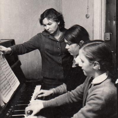 1969 m. Šilalė. Su sesutėmis Margarita ir Gileta Lidytėmis