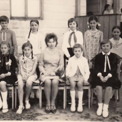 1968 m.  Šilalės Vaikų muzikos mokykla. Su savo fortepijono klasės mokiniais
