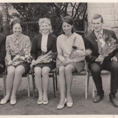 1971 m. Šilalė. Su Vaikų muzikos mokyklos pedagogais