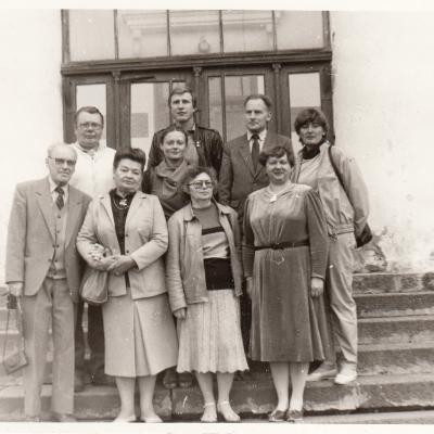 1987 m. Vilnius. Lietuvos kraštotyros draugija. Su Pakruojo kraštotyrininkais. Kompozitoriaus J. Pakalnio gimtinės išsaugojimo rūpesčiai