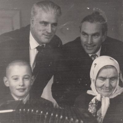 Mama, brolis Antanas