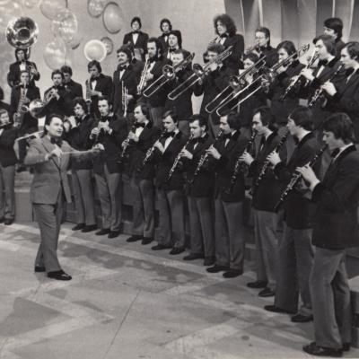 Konservatorijos pučiamųjų orkestras 1979 m. Maskvos centrinėje televizijoje