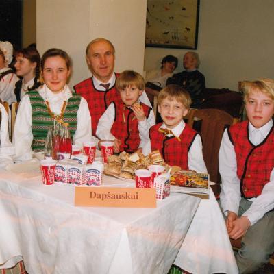 Muzikuojanti šeima 1995 m.