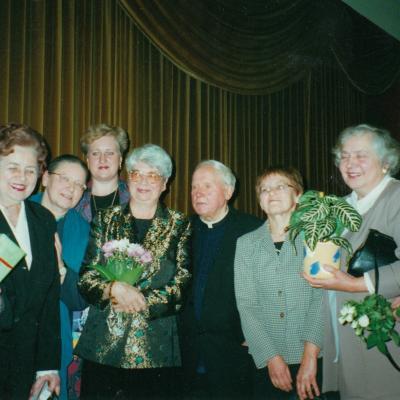 Onutės Narbutienės 70-metų jubiliejus Rotušėje. Su Monsinjoru Kazimieru Vasiliausku.2001 m.