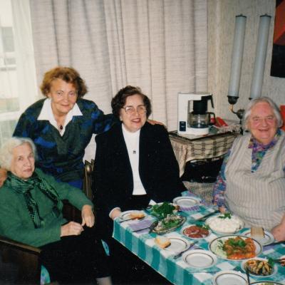 Su V. Galiniene, V. Krakauskaite ir kitomis