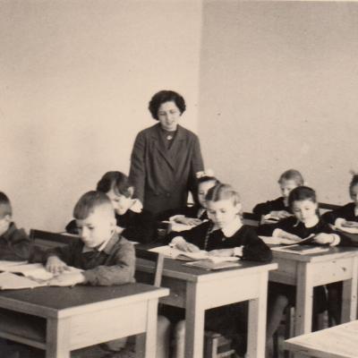 Su mokiniais R. Paukšte, D. Bičiūnaite. 1960