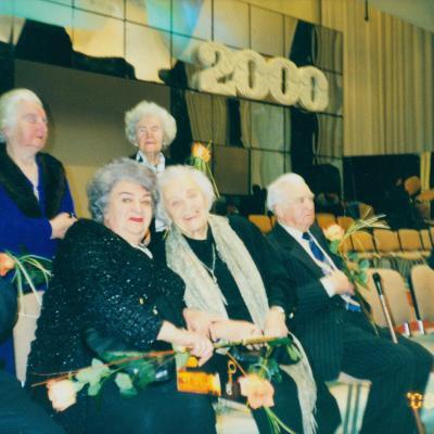 Operos 80-metis. Aukščiau sėdi Griniakienė, Potašinskienė, Joana, Budreckienė, Stanišauskas