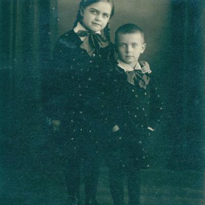 Su sesute Rita Vaitkevičiene 1935 m.