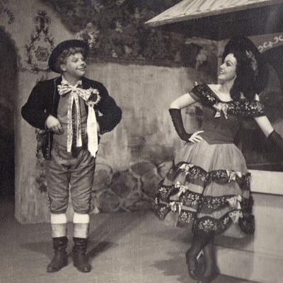 """B. Smetanos opera """"Parduota nuotaka"""". Vašekas – Vladas Kavoliūnas, Esmeralda – I. Ylienė."""
