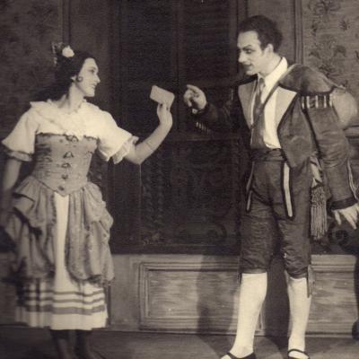 """G. Rossini """"Sevilijos kirpėjas"""". Figaro – Jonas Stasiūnas, Rozina – I. Ylienė."""