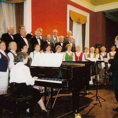 Tremtinių choras, chorvedys Jankauskas. 2005 m.