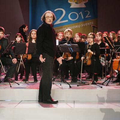 """Alytaus muzikos mokyklos """"Svajonė"""" ir dirigentas Pranas Stepanovas"""