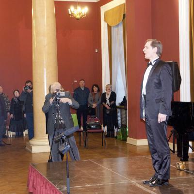 Tautišką giesmę su Liudu Mikalausku giedojo visa salė