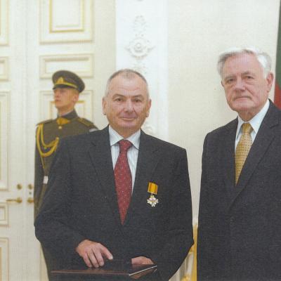 Su Prezidentu Valdu Adamkumi. LDK Gedimino ordino įteikimas 2006 07 06