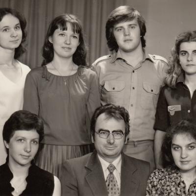 Su studentais 1983 m. Sėdi iš kairės: E. Bertlingaitė, K. Grybauskas, R. Žiedaitė; stovi: E. Gavenavičiūtė, J. Klovaitė, Z. Ibelhauptas, N. Puišytė