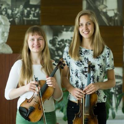 Smuikų duetas (Lietuva, Vilnius) Pavlina Kovaliova ir Ugnė Šakenytė (mokytojos Irina Kirzner ir Jurgina Nemanienė)