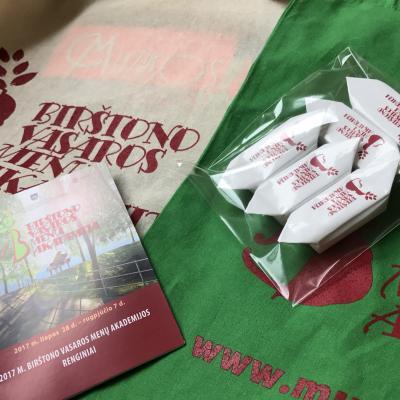 BVMA 2017 ŽENKLAI: maišeliai, saldainiai, leidiniai