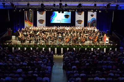 World Music Contest festivalio - konkurso atidarymo koncertas Kerkradės Rodahal koncertų salėje su Pietų Nyderlandų filharmonijos simfoniniu orkestru.