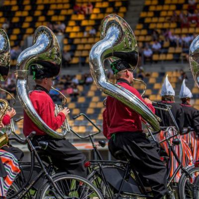 """Nuotr. Garsus visame pasaulyje pučiamųjų instrumentų šou orkestras ant dviračių """"Crescendo"""" iš Nyderlandų pristatė naują konkursinę programą Kerkradės stadione."""