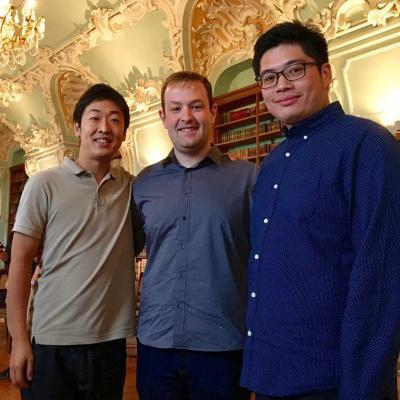 Konkurso nugalėtojai Carlos Ramón Pérez iš Ispanijos (stovi viduryje), Yumin Lin (Taivanis) ir Kanada Yokoyama (Japonija).