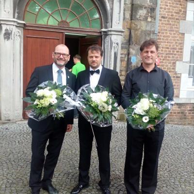 Nuotr. Po koncerto Kerkradės Rolduco vienuolyno bažnyčioje.  Iš kairės į dešinę vargonininkas Jo Louppen (Nyderlandai), dirigentai Tadas Šileika ir Remigijus Vilys