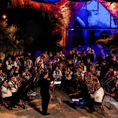 Nuotr. Valkenburgo lauko teatre jungtiniam Nacionaliniams Lietuvos ir Naujosios Zelandijos vario dūdų orkestrams diriguoja Remigijus Vilys