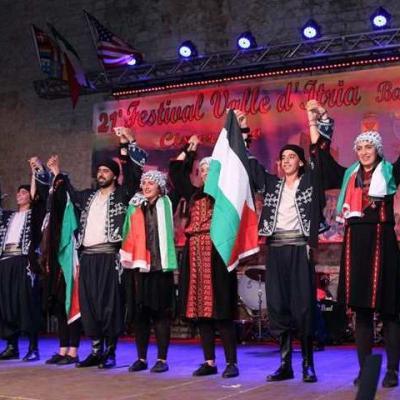 """Nuotr. Koncertuoja folklorinis ansamblis """"Zababdhe Dabkeh"""" iš Palestinos"""