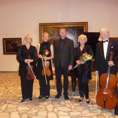 Armonų trio su altininke Jone Kaliūnaite ir kompozitoriumi Vytautu Germanavičiumi. 2013-12-01. Po koncerto.