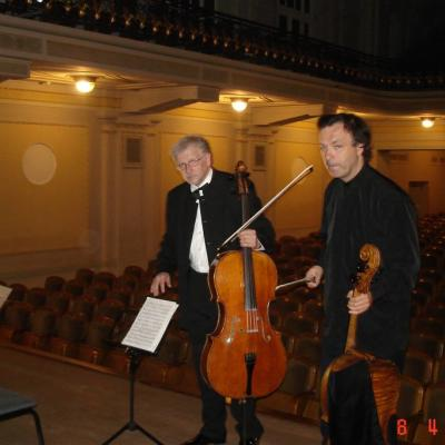 Su violončelininku Jeroenu Reulingu prieš koncertą Vilniuje, 2009m.
