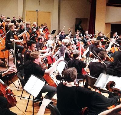 100 violončelių ir Davidas Geringas