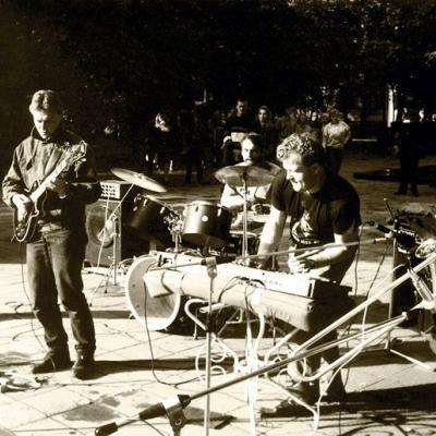 Su šlovintojų grupe I. Černiachovskio aikštėje (dabar V. Kudirkos), Vilniuje, apie 1993 m.