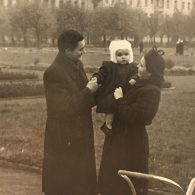 Su tėvais Lukiškių aikštėje
