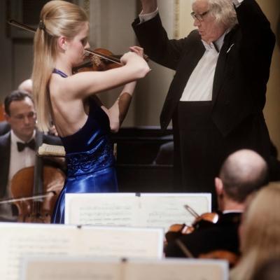 Su maestro Juozu Domarku ir Lietuvos Nacionaliniu Simfoniniu Orkestru. D. Matvejevo nuotrauka