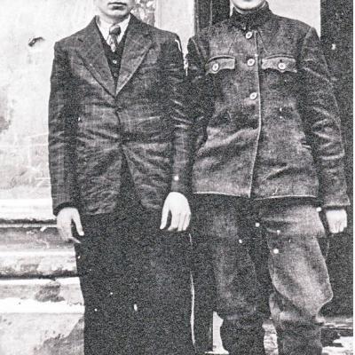 Iš kairės į dešinę: Antanas Ramanauskas ir Vaclovas Paketūras Vilniaus muzikos mokyklos mokiniai. 1947 metai.