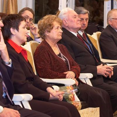 Iš kairės į dešinę: Ed. Gabnys, V. Budienė, E. Paketūrienė, V. Paketūras, J. Antanavičius,  R. Žigaitis.  2008 02 09  V. Paketūro jubiliejinio koncerto metu.
