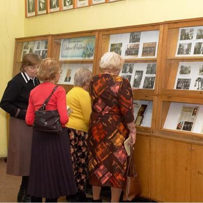 Vaclovo Paketūro 80-ties metų jubiliejaus darbų parodos stendas.  2008 metai.