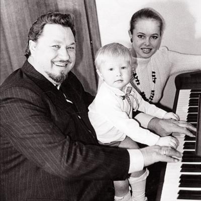 """Šeimos """"fortepijoninis trio"""" su mažuoju Virgučiu"""