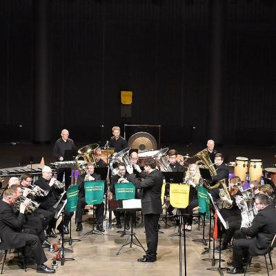 Baigiamajame XVIII-ojo atvirojo Lietuvos pučiamųjų instrumentų orkestrų čempionato Gala koncerte ir apdovanojimų ceremonijoje Palangos koncertų salėje koncertuoja The Filton Concert Brass (Velsas, JK), dirigentas Tom Davoren (Velsas, JK).
