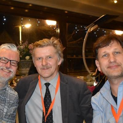 Interviu  Europos orkestrų internetinės svetainės 4barsrest.com korespondentui Iwan Fox. Iš kairės į dešinę: Iwan Fox, Kazys Daugėla ir Remigijus Vilys