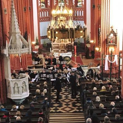 Palangos Švč. Mergelės Marijos Ėmimo į dangų bažnyčioje koncertuoja The Filton Concert Brass (Velsas, JK), dirigentas Tom Davoren (Velsas, JK), solistas trombonininkas Dr. L. Brett Baker (JK).