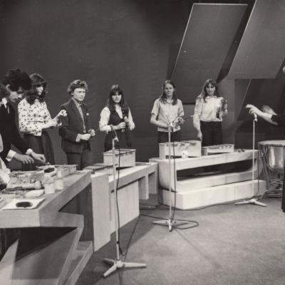 11 a klasė. Iš kairės E. Agranovskaja, L. Dorfman, E. Želtonekova, Z. Tatolis, D. Tamošaitytė, G. Kučinskaitė, V. Žukauskaitė, J. Pilelytė