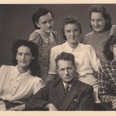 1947 su spec. dėstytoju Baliu Dvarionu. Dina Portovaitė, Rėda Kisielytė, Irena Olšauskaitė, Margarita Gedvilaitė, Vida Krakauskaitė