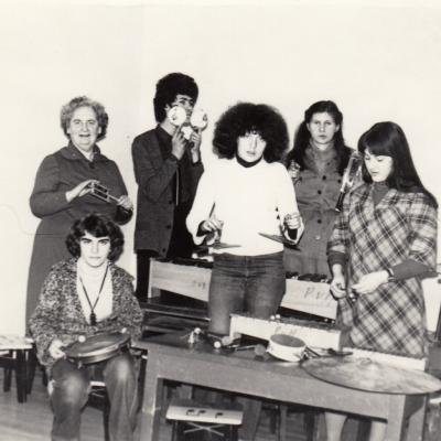 Su devintokais N. Puišyte, L. Dorfman, Agranovskaja, Kučinskaite, D. Tamošaityte 1979 m.
