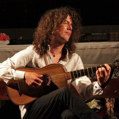 """Gitaristas E.Solinis su savo ansambliu papasakos vieną """"Dekmerono"""" istorijų"""