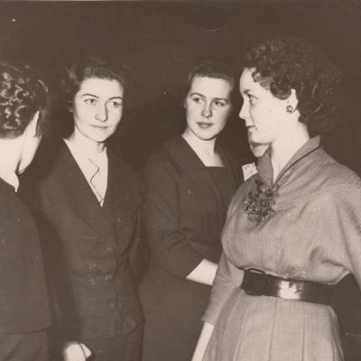 Su abiturientėmis 1955-56
