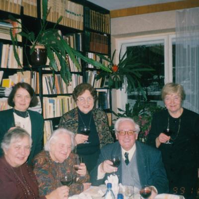 Iš kairės G. Vanagaitė, V. Krakauskaitė, Pjeras van Hauwe, stovi Z. Puišienė, R. Vaitkevičienė, B. Minkevičienė