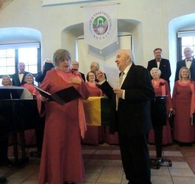 Lionginas Abarius ir Izabelė Janina Braziūnienė Dailės akademijos Gotikinėje salėje dainuoja duetą, 2019