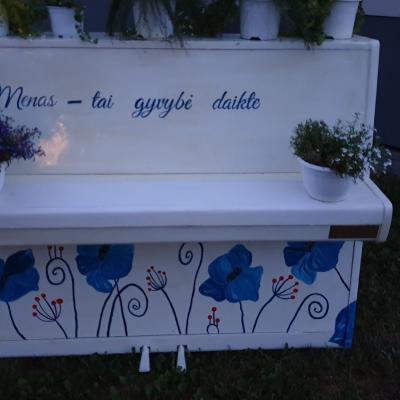 """Gerda Gudinaitė """"Mėlyna saulė""""  Joniškio žemės ūkio mokyklos dekoratyvinio apželdinimo verslo darbuotojų specialybės mokiniai"""