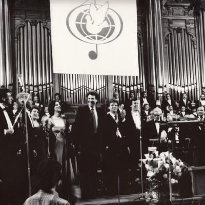 Theodorakio simfonijos I-asis atlikimas Maskvoje. Čiurilaitė, Stasiūnaitė, Theodorakis, Larinas, Prudnikovas, Kitajenko - dirigentas